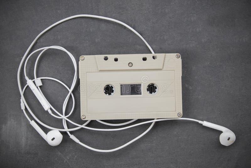 Audiokassettenband Retro--angeredet lizenzfreie stockbilder