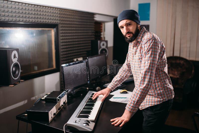 Audiotechniek Het correcte producentenwerk met muziek stock afbeeldingen