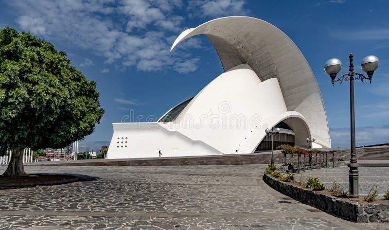 Auditório de Tenerife, enorme, branco e moderno fotos de stock