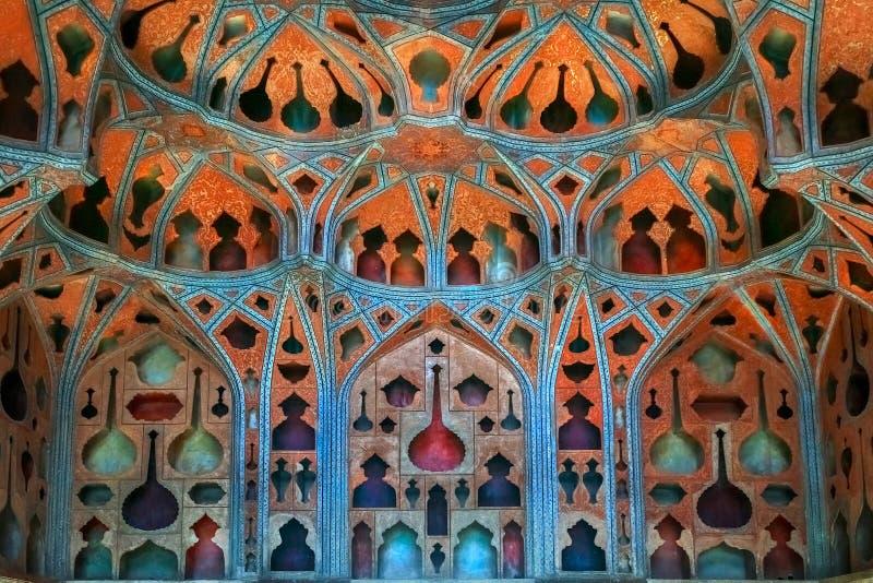 Auditório no palácio de Ali Qapu do século XVII de Isfahan imagens de stock