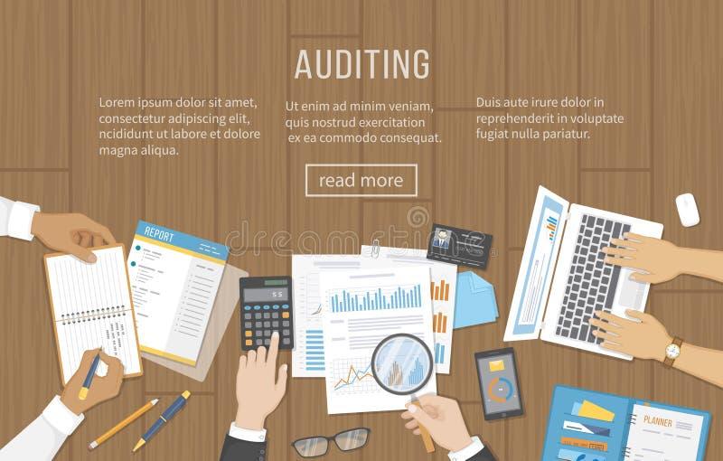 Audit d'affaires, réunion, analyse de données, reportage, comptabilité Les gens à la table de travail en bois Mains humaines sur  illustration stock