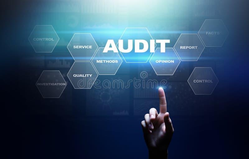 Audit - examen financier officiel pour des affaires comme concept sur l'écran virtuel photo stock