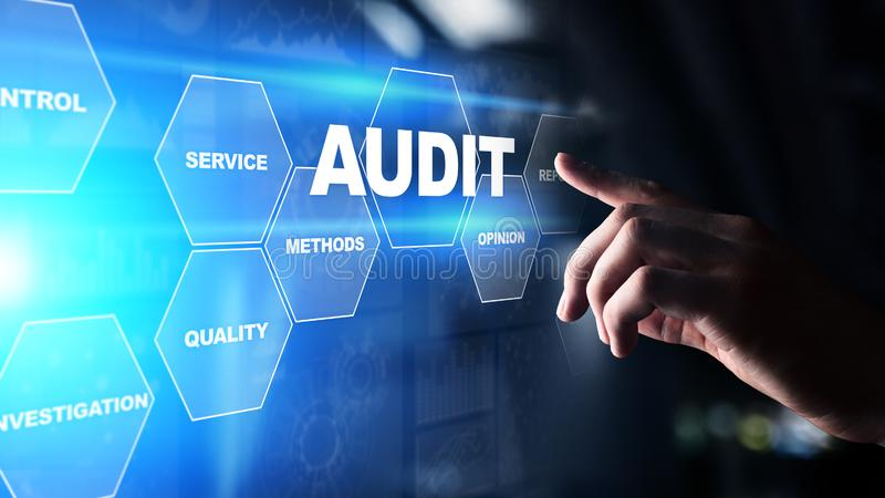 Audit - examen financier officiel pour des affaires comme concept sur l'écran virtuel photographie stock