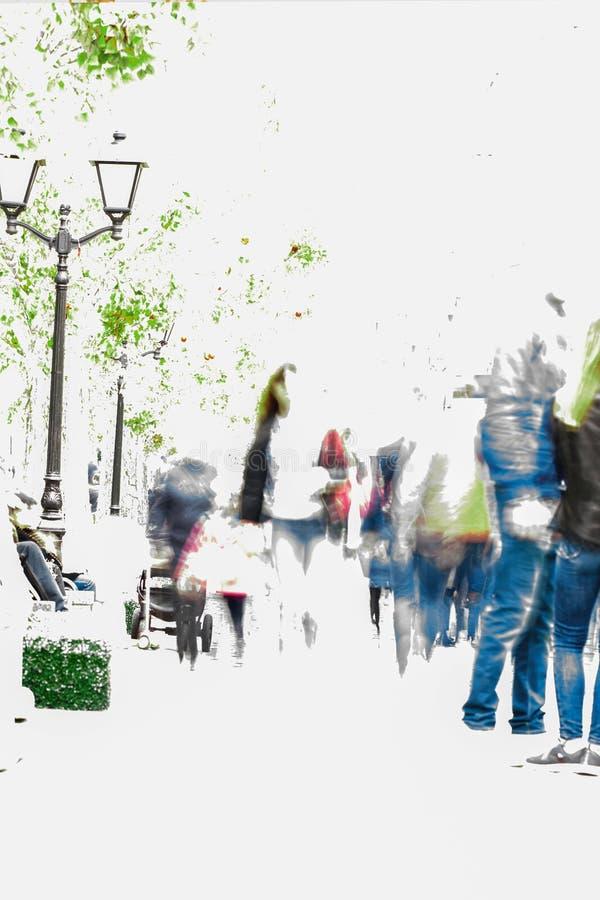 Auditeurs d'un concert-promenade abstraits de personnes de tache floue le long d'un boulevard dans la ville, dans l'activité en p photographie stock