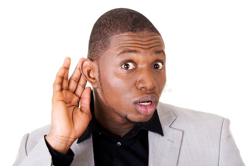 Audition belle masculine d'homme d'affaires. Main sur l'oreille. images libres de droits