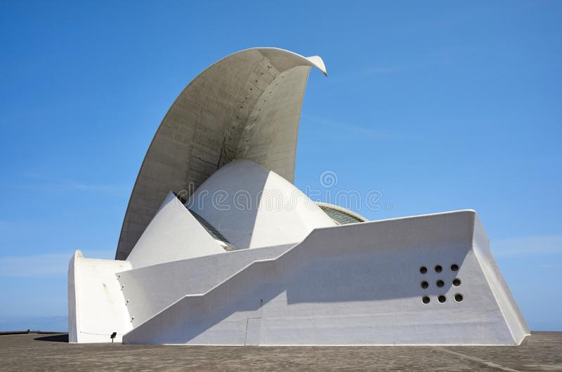 Auditorio De T?n?rife, se levant comme un amphith??tre se brisant de point de rep?re de vague con?u par Santiago Calatrava photos libres de droits