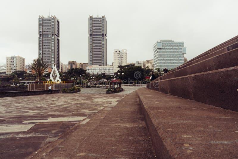 Auditorio de Tenerife, Santa Cruz de Tenerife, Espania - 26 de octubre de 2018: A la derecha las escaleras del Auditorio de Tener foto de archivo libre de regalías