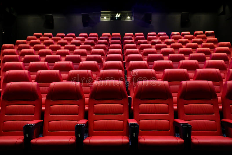 Auditorio vacío del cine con los asientos imagen de archivo libre de regalías