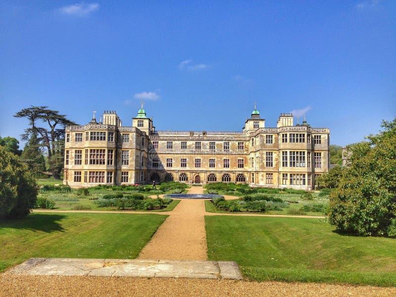 Audley sluthus och trädgård royaltyfri bild