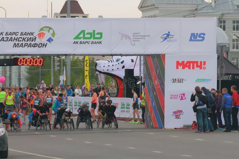 Auf Anfangszeile handbiker Kazan, Russland lizenzfreie stockbilder