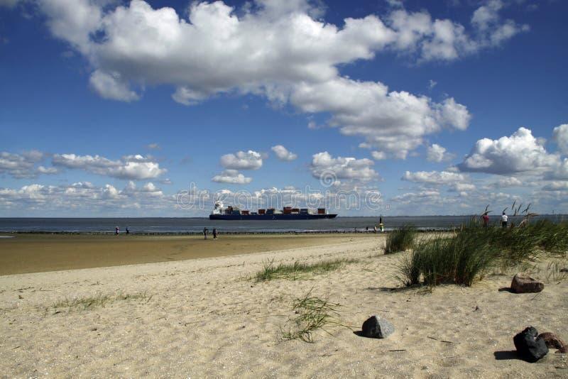 Auf dem Strand der Nordsee lizenzfreie stockfotografie