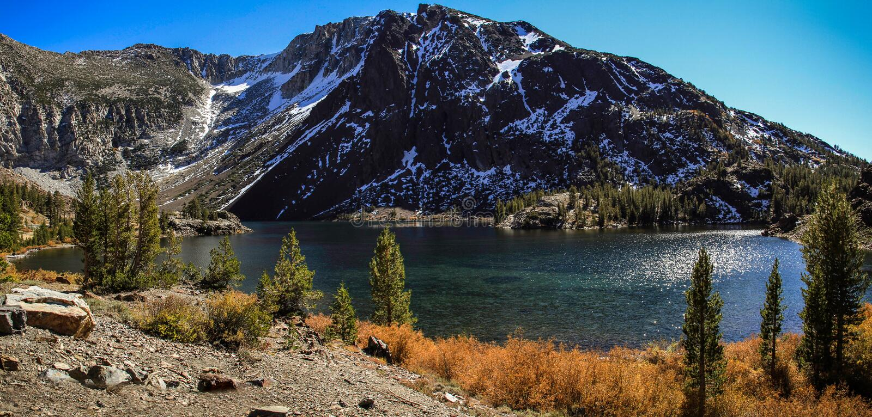 Auf dem Weg zu Yosemite Nationalpark, Kalifornien, USA lizenzfreie stockfotografie
