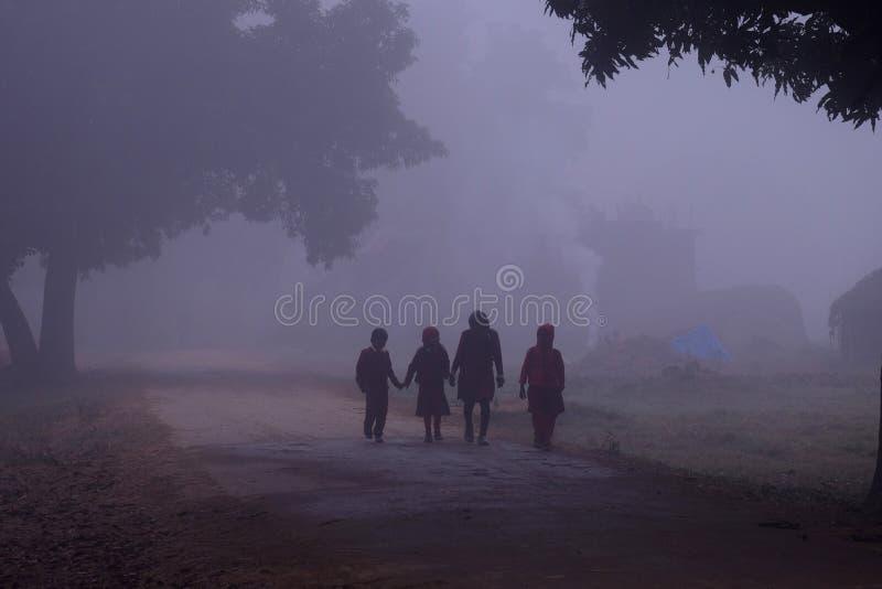 Auf dem Weg zur Schule, Lumbini, Nepal stockfoto