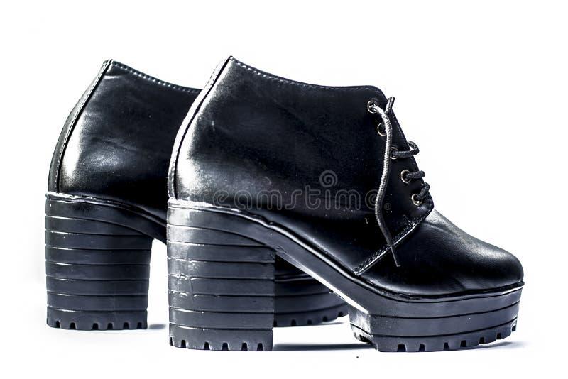 Auf den Fersen gefolgte Schuhe lokalisiert auf Weiß für Frauen oder Frau stockfotos