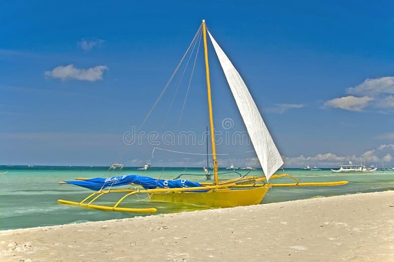 Auf den Strand gesetzter Ausleger, Boracay-Insel, Philippinen lizenzfreie stockbilder