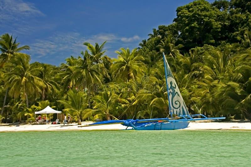Auf den Strand gesetzter Ausleger, Boracay-Insel, Philippinen stockfoto