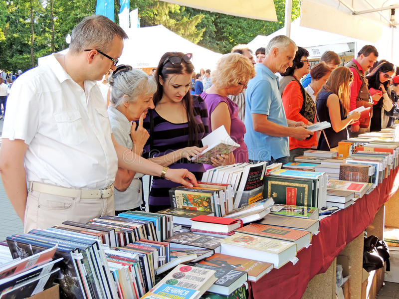 Auf der Buch-Messe stockfoto