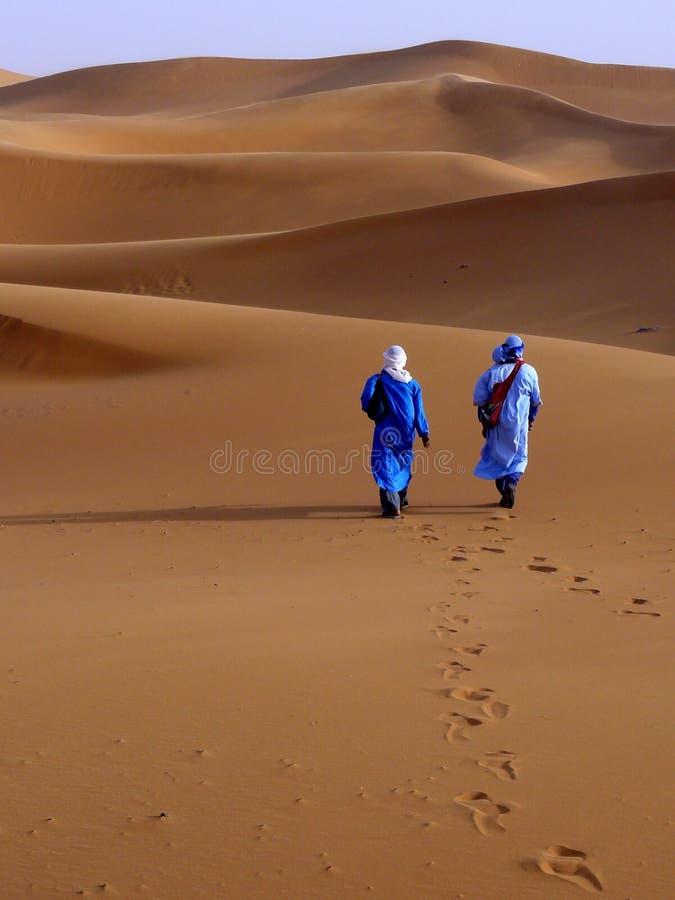 Auf der merzouga Wüste lizenzfreies stockbild
