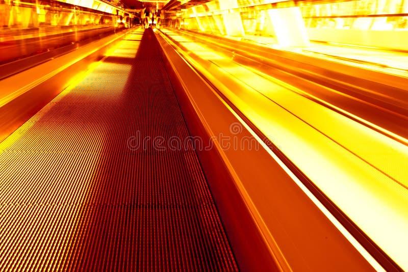 Auf der Methode zur Moskau-Stadt durch Brücke im Gelb stockfotografie