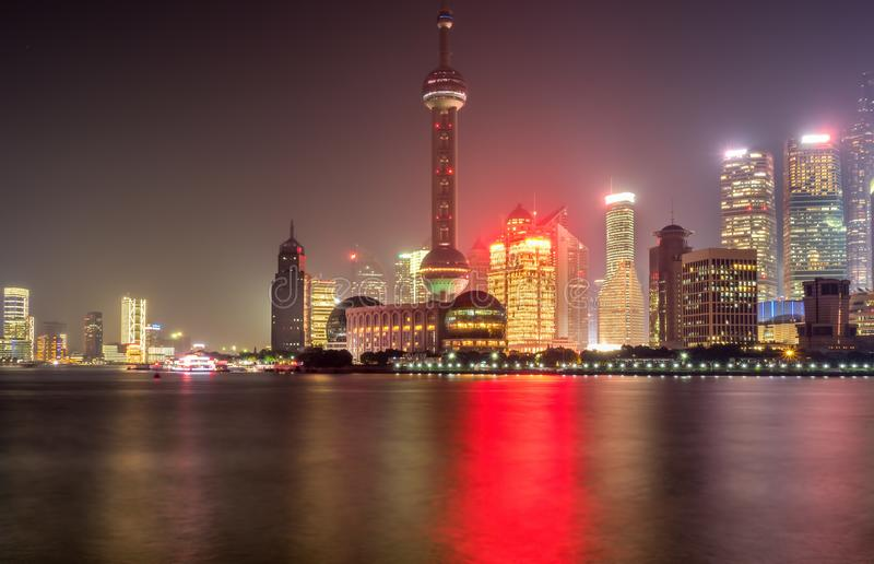 Auf der Promenade bis zum Nacht, Shanghai, China lizenzfreie stockfotografie