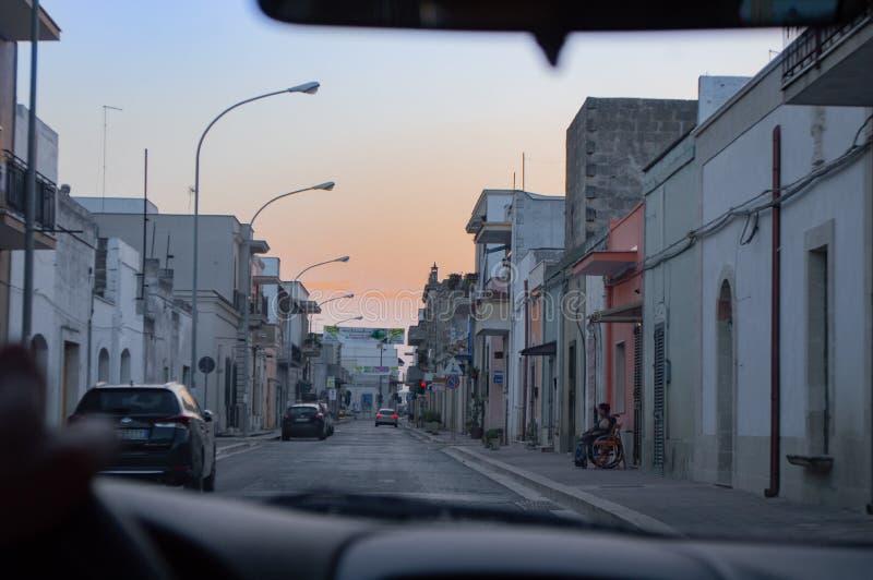 Auf der Straße von Puglia stockbild