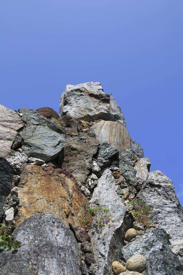 Auf einander schichtete Steine zu einem Steingarten, schaukeln stockfoto