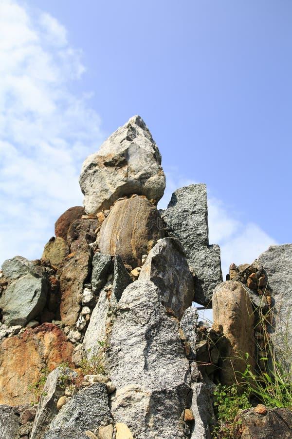 Auf einander schichtete Steine zu einem Steingarten, schaukeln lizenzfreie stockbilder