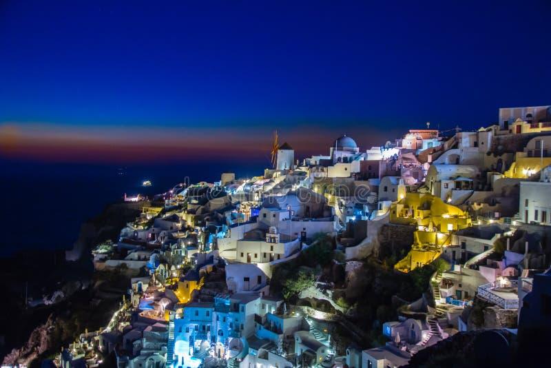 Auf einer feinen Nacht von Santorini lizenzfreies stockbild