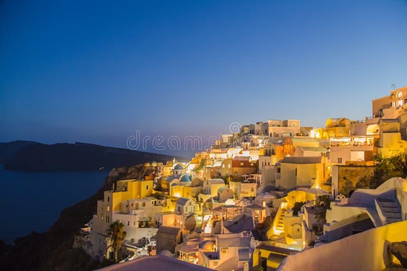 Auf einer feinen Nacht von Santorini stockbild