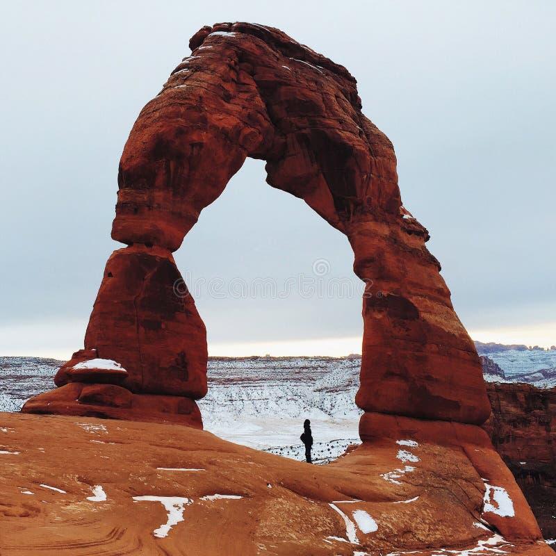 Auf lagerfoto der roten Felsen-Anordnung, Bogen-Nationalpark stockfotografie