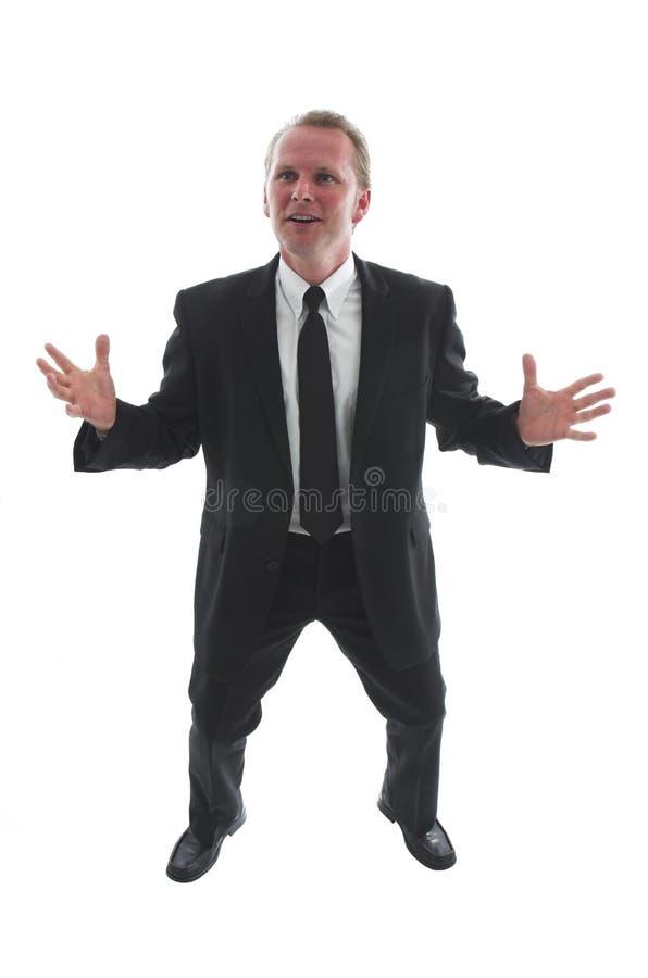 Auf lagerfoto des ausdehnenden Mannes in der schwarzen Klage stockbild
