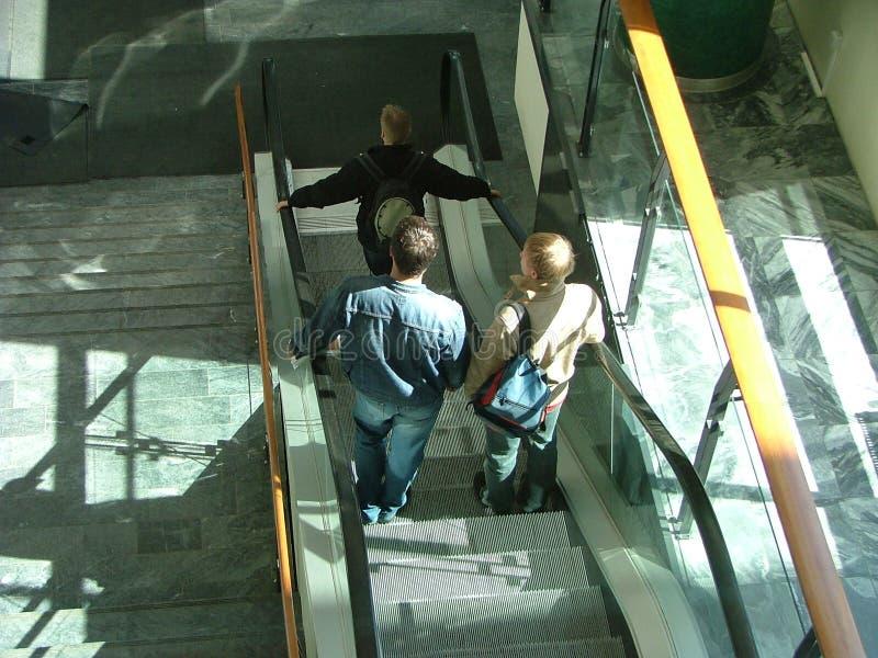 Auf Rolltreppe lizenzfreie stockbilder