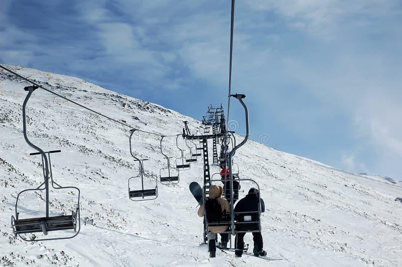 Auf Skiaufzug lizenzfreie stockfotos