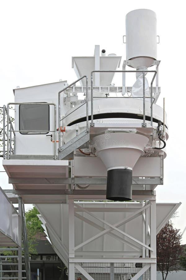 Auf Standort-Beton-Anlage stockbild. Bild von weiß, reihe - 61781443