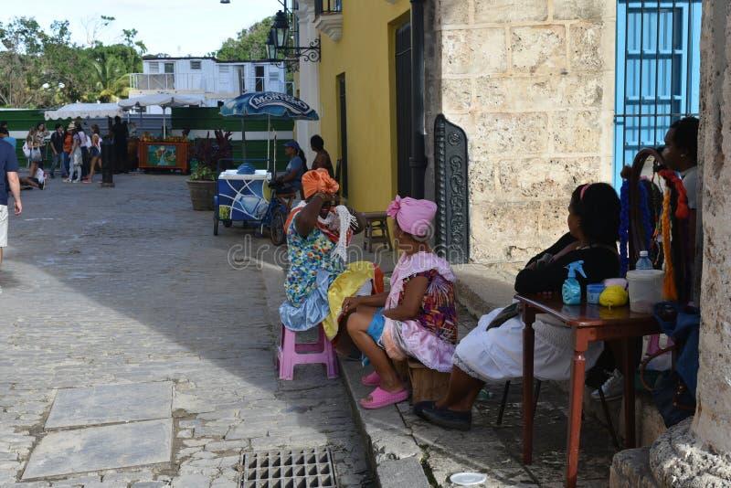 Auf Straße in altem Havana lizenzfreies stockbild