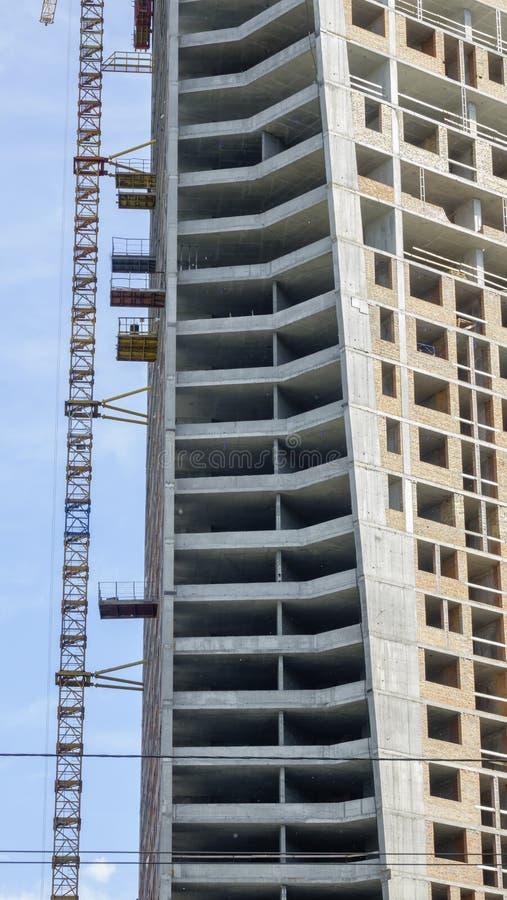 Aufbau eines modernen Gebäudes stockbild