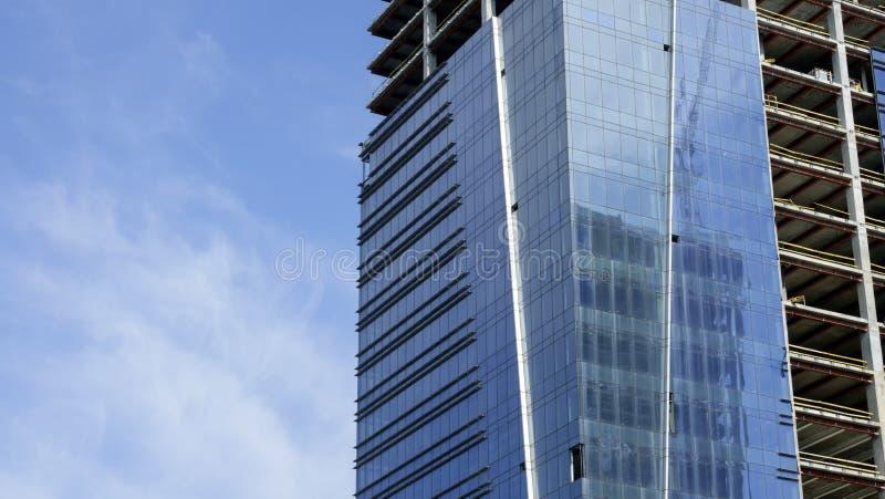 Aufbau eines modernen Gebäudes lizenzfreies stockbild