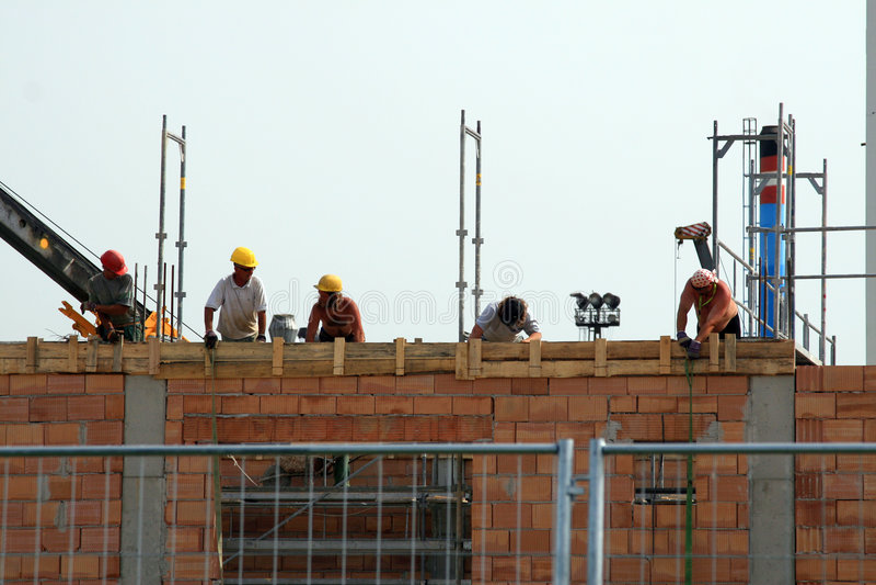 Aufbau-Gebäude-Arbeitskräfte stockbild