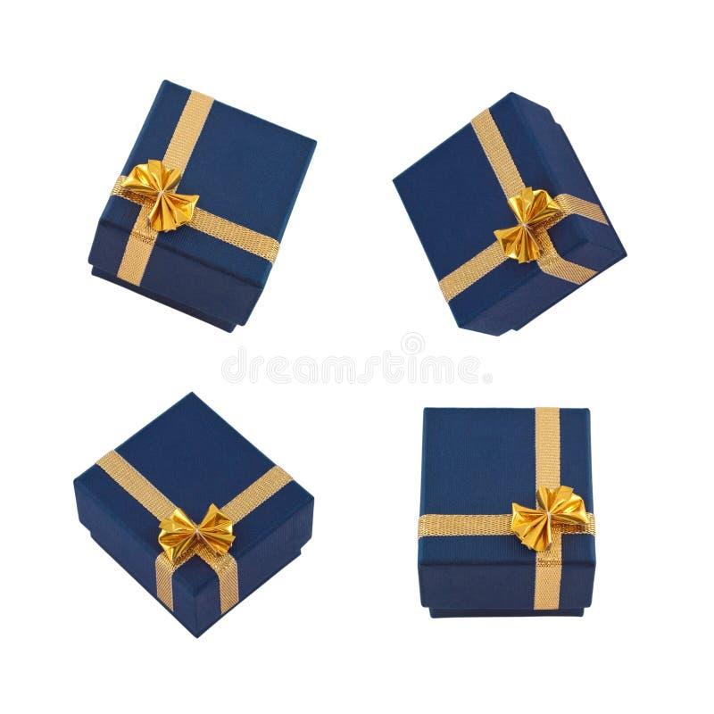 Aufbau mit Geschenkkästen auf Weiß stockfotos