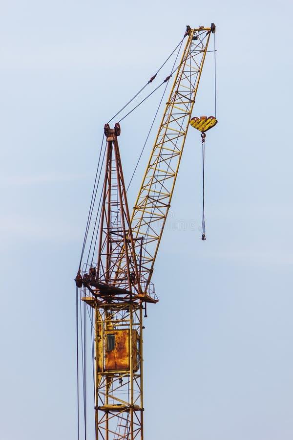 Download Aufbauen, Kran hochziehend stockfoto. Bild von industrie - 26369802