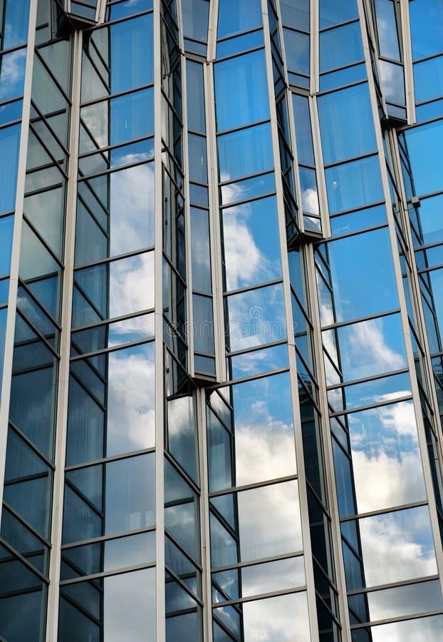 Download Aufbauende Glaswand stockbild. Bild von ecke, sonderkommando - 27726491