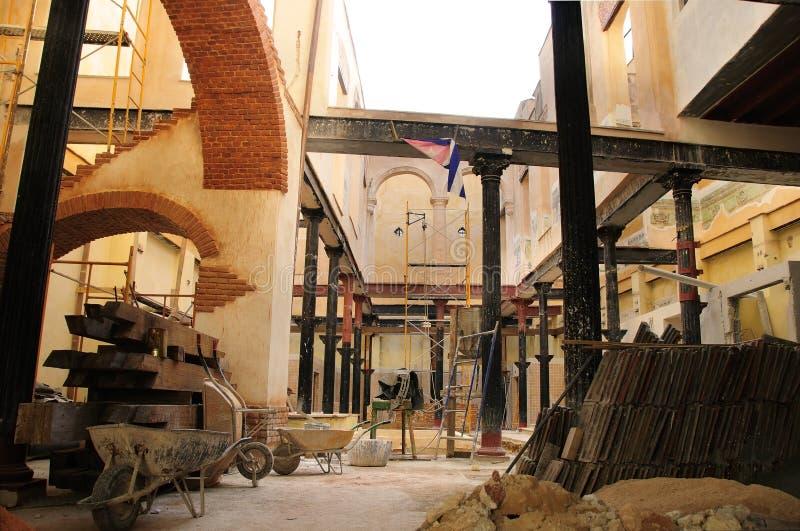 Aufbauender Innenraum in altem Havana, Kuba lizenzfreies stockfoto