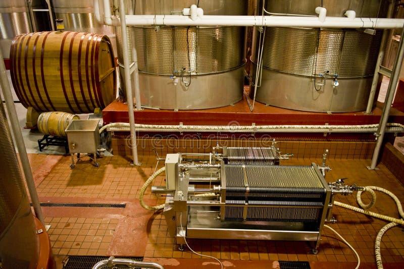 Aufbereiten des Fußbodens der Weinkellerei lizenzfreie stockfotos