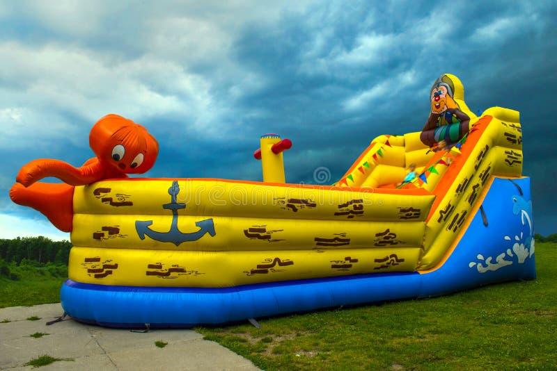 Aufblasbares Boot für Kinder lizenzfreie stockfotografie