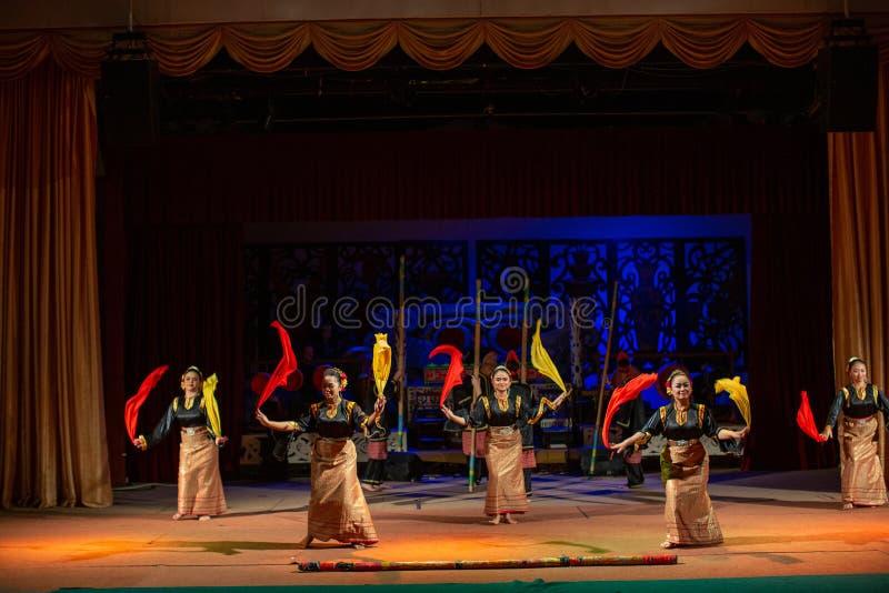 Aufführung der traditionellen Kultur Sarawak Kulturdorf lizenzfreie stockfotos