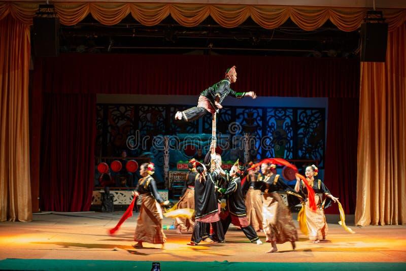 Aufführung der traditionellen Kultur Sarawak Kulturdorf lizenzfreie stockbilder