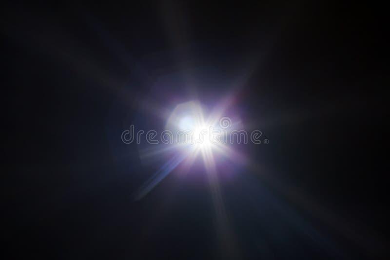 Aufflackernspezialeffekt des weißen Lichtes im dunklen Schwarzen stockbilder