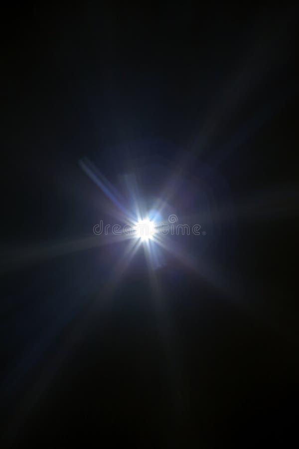 Aufflackernspezialeffekt des weißen Lichtes im dunklen Schwarzen lizenzfreie stockfotos
