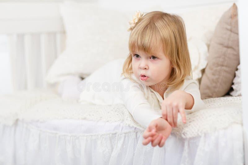 Aufgebrachtes kleines Mädchen stockfoto