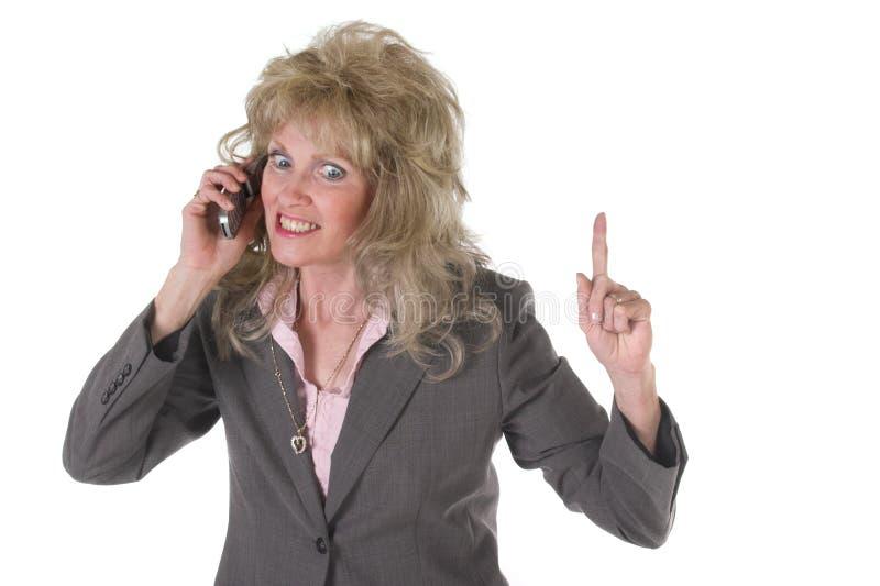 Aufgeregte Exekutivgeschäftsfrau auf Mobiltelefon stockfotos